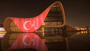 Azerbaycan'da Türk Bayrağı