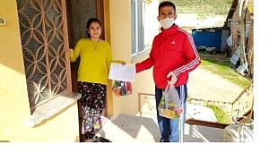 Okul kantinindeki bütün ürünleri satın alıp evlerindeki öğrencilerine dağıttılar